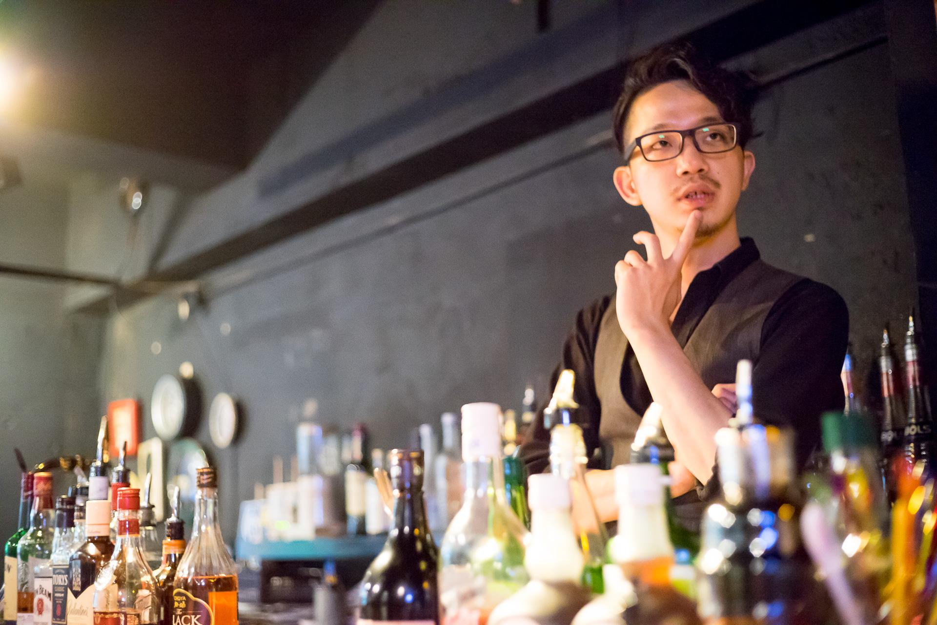 bar moon walk イメージカクテル 考える小森さん